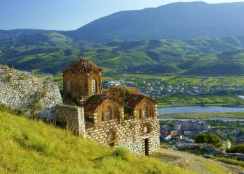 Das beeindruckendes Bergland bedeckt weite Teile von Albanien
