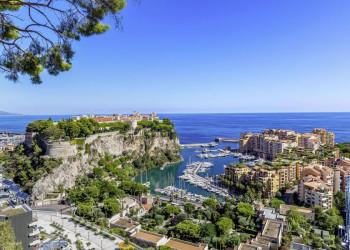 Spektakulärer Blick auf den Hafen von Monaco