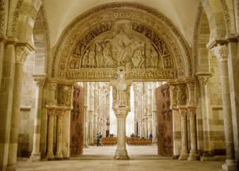 Portal der Kirche Ste-Marie-Madeleine in Vézelay