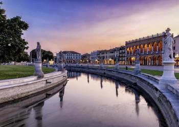 Abends auf dem Prato della Valle in Padua