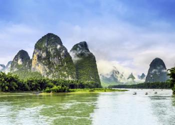 Eine Szenerie, die insipiriert: der Li-Fluss bei Yangshuo, China