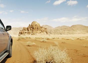 Mit dem Geländewagen durchs Wadi Ram in Jordanien