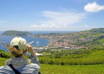 Der Blick auf Horta, Hauptort der Azoreninsel Faial