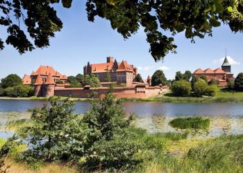 Die Marienburg am Fluss Nogat in der polnischen Stadt Malbork