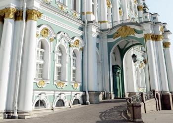 Der prunkvolle Winterpalast in St. Petersburg