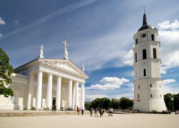 Auf dem Kathedralenplatz in Litauens Hauptstadt Vilnius
