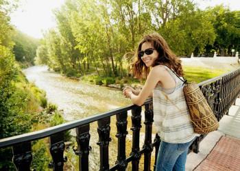 Wanderpause im Park am Rande der Altstadt von Burgos