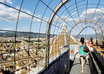 Blick auf Stadt und Domkuppel in Florenz