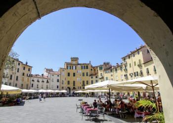 Piazza in Lucca in der Toskana