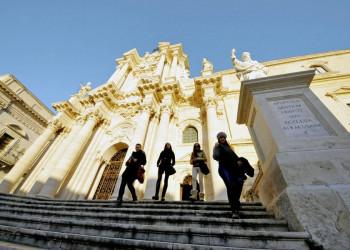 Vor der Kathedrale von Syrakus