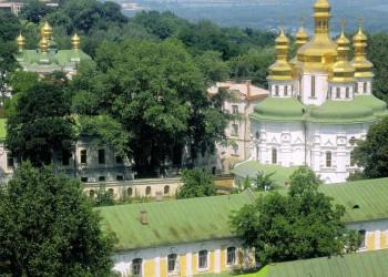 Die goldenen Kuppeln des Höhlenklosters in Kiew
