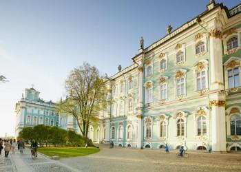 Fassade des Winterpalasts in St. Petersburg