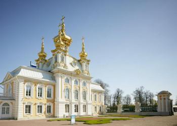 Die Schlosskirche in Peterhof, der Sommerresidenz der Zaren