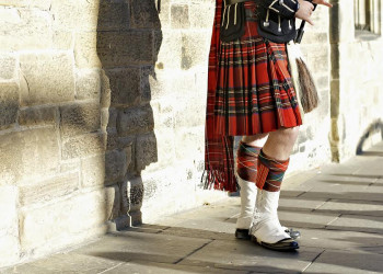 Schotte mit Schottenrock
