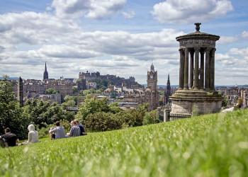 Ikonische Aussicht vom Calton Hill auf Edinburgh