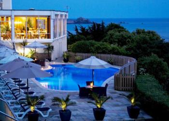 Das Hotel Cristina über der Bucht von St Aubin auf Jersey