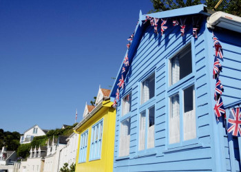 Bunte Fassaden auf Jersey