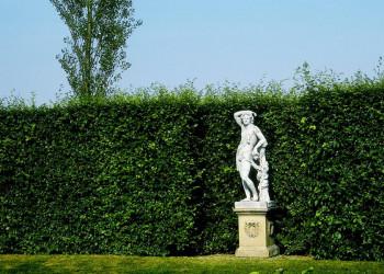 Statue im Garten von Sissinghurst in Südengland