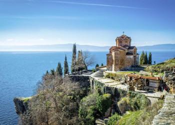 Die Kaneokirche oberhalb des Ohridsees in Nordmazedonien