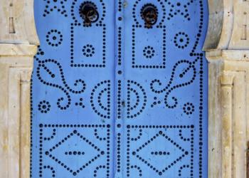 Eine blaue Tür - so farbenfroh ist Tunesien!