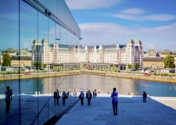 Blick vom Osloer Opernhaus auf die Skyline