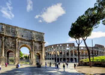 Konstantinsbogen und Kolosseum in Rom